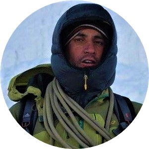 Juan Espinosa with a green jacket and a blue hood